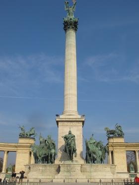 Macaristan_BudapesteKahramanlarMeydaniAnit